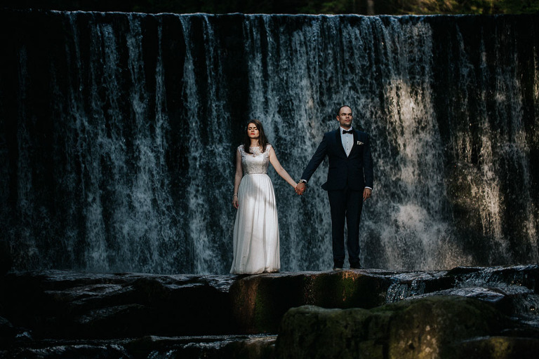sesja ślubna na tle wodospadu