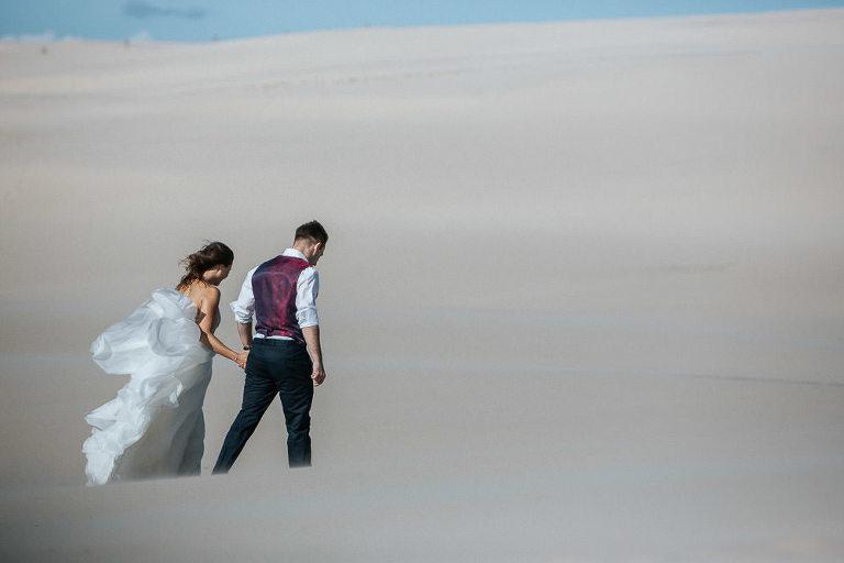 plener ślubny nad morzem w Łebie