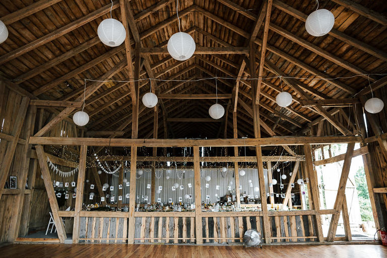 wnętrza stodoły ślubnej